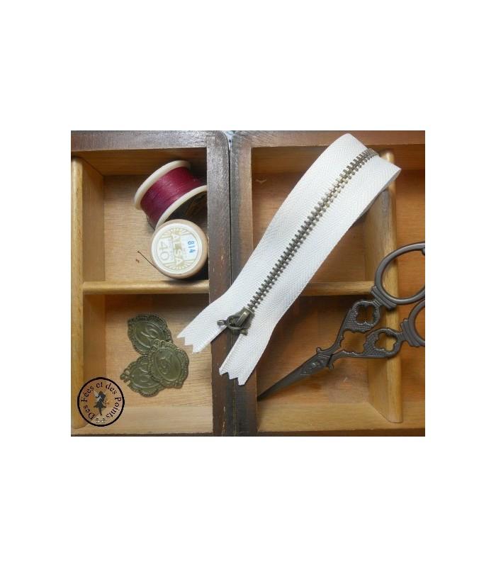 Fermeture éclair métallique avec crochet - 20 cm - Blanc cassé