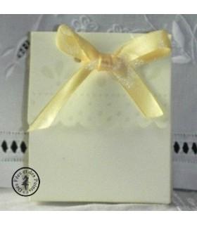 Boite cadeau jaune printanier